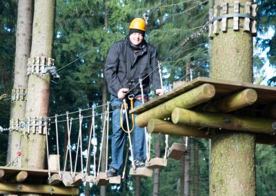 Hotel-Hellers-Krug-Holzminden-Treerock-Hochseilklettergarten-Bauklettern