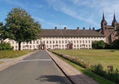 Hotel-Hellers-Krug-Weserradweg-Kloster-Corvey_
